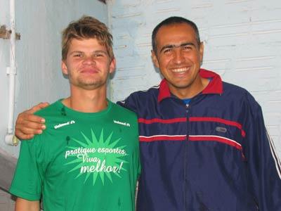 O goleiro Ângelo, ao lado do reserva Maurício, é exemplo entre os colegas de grupo (Foto Douglas Torraca)