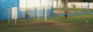 Juarez, ex goleiro do JEC dando seus palpites ao goleiro Angelo do JAC. Você conhece algum goleiro que derrubou a trave em um jogo ou fez gol de tiro de meta... o Juarez fez isso!!!